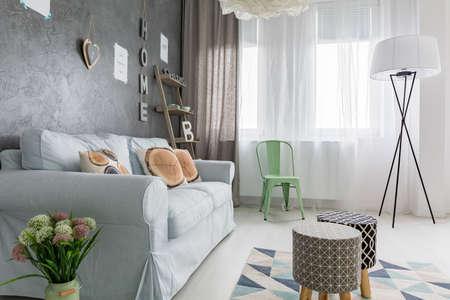 #70023238   Gemütliches, Modernes Wohnzimmer Mit DIY Zubehör