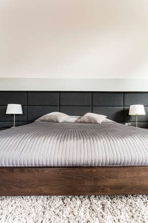 kingsize: King-size bed with grey duvet and pillows Stock Photo