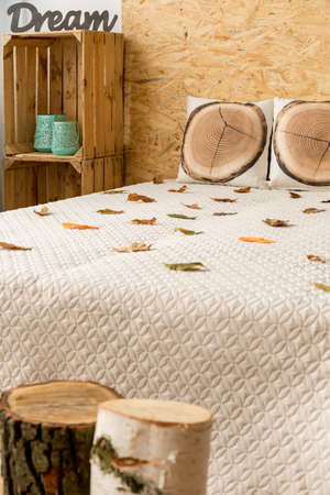 lightsome: Stylish lightsome bedroom with double bed and natural accents