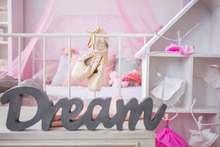 bedroom furniture: Dreamy little ballerina bedroom with pink wall and white furniture Stock Photo