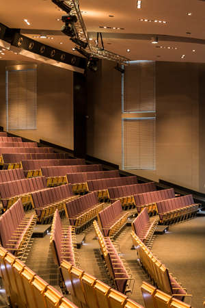 Modern rows of chairs in large assembly hall in university 版權商用圖片 - 75021933
