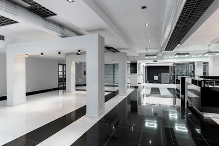 Geometric and minimalist main corridor in a modern university building