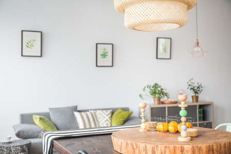 ceiling slab: Living room with modern ceiling lamp and wooden accessories