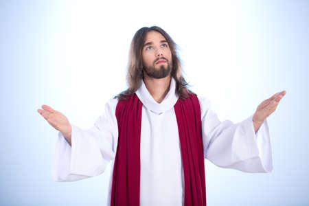 穏やかなイエスの擬人化に手を広げて立っています。 写真素材