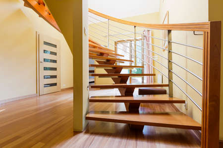 wood panelled: Stairway with wooden steps in a spacious hall of a modern house