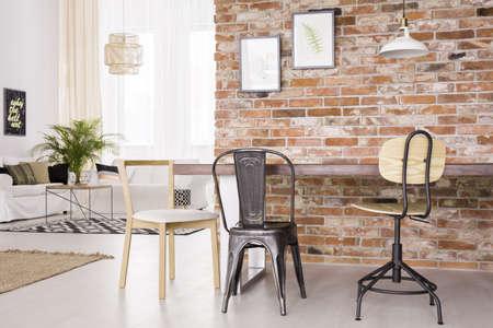 #76957578   Modernes Industrial Design Von Wohnzimmer Mit Essbereich