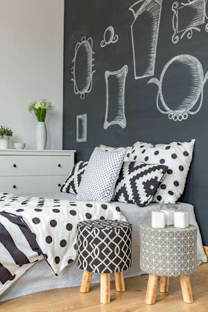 coherent: Coherent black and white decoration in bedroom with blackboard wall