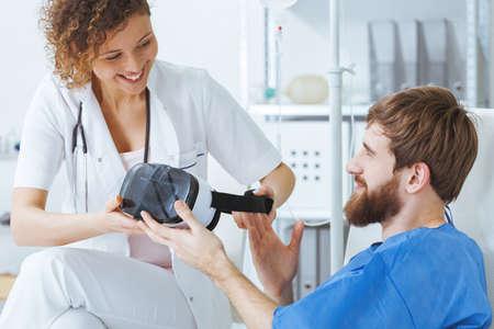 仮想現実感技術を使用して病院で作業療法士