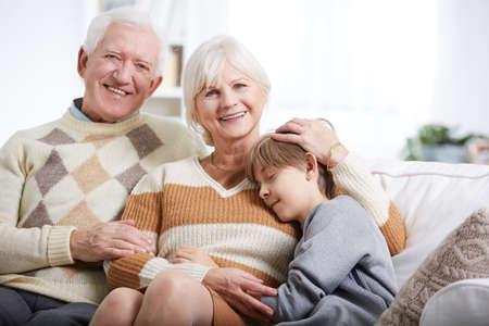 幸せな祖母にハグ疲れた少年 写真素材