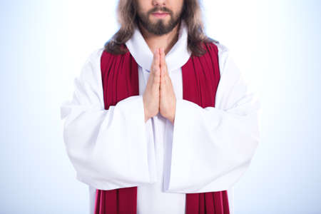 viernes santo: Jesucristo orando a Dios con las manos juntas