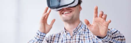 Handsome, fascinated man wearing virtual reality headset Imagens