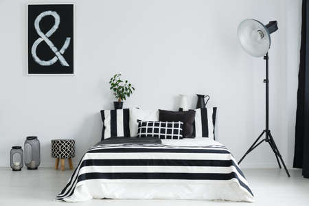 Black and white bedroom with double bed and geometric decorations Imagens
