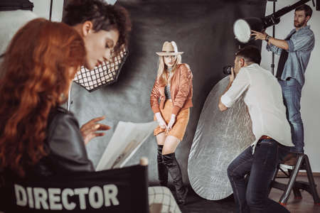 패션 사진 작가를위한 초보자 모델 포즈