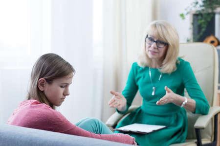 Experienced psychologist solving teenage girl's problem Foto de archivo