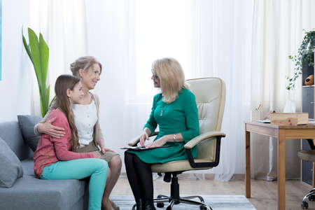 Loving mother and daughter thankful for therapist's help Фото со стока - 81367404