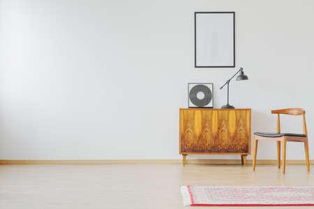 Vintage minimaliste space in bright modern loft 版權商用圖片