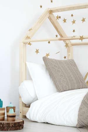 Wooden DIY bed in scandinavian style in inspiring girls room
