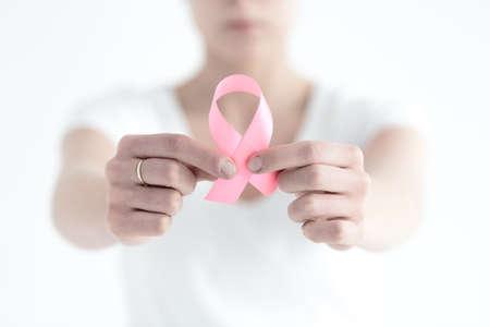 女性の乳房のがんを持っていることによって恥ずかしされていません。 写真素材