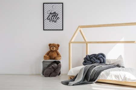 스칸디나비아 스타일의 최소, 밝은 아이 방
