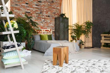 Spacious, ecological bedroom with industrial brick wall Zdjęcie Seryjne