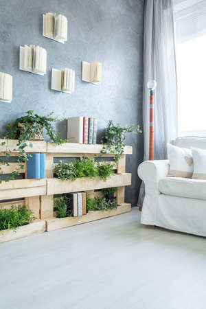 Creative pallet bookshelf and DIY lamp in modern room