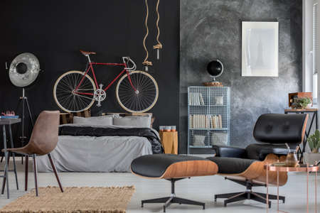 Comfortable wooden and leather armchair in cozy bedroom Zdjęcie Seryjne
