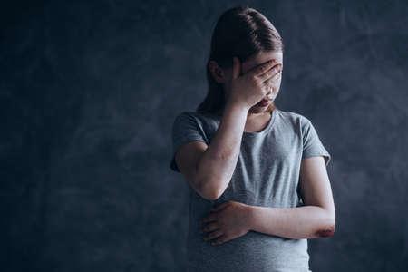 ああ反社会的父親被害者である少女