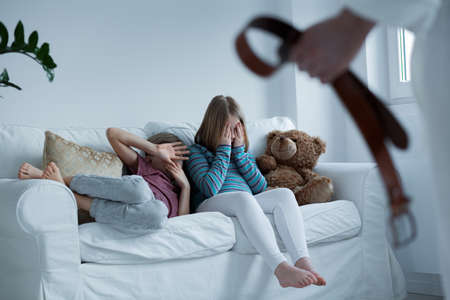 子供たちは自分の家で安全であること 写真素材