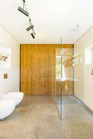 아름답고 현대적인 욕실 장식 스톡 콘텐츠 - 82517939