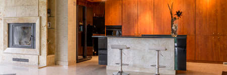 Exclusive fitted open kitchen with free standing countertop Banco de Imagens