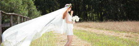 Countryside weeding photo- rural country bride with long veil