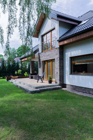 Modern and spacious house with brick walls and spacious garden