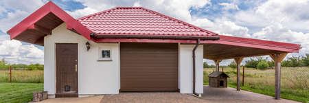 Front view of single residential garage and shed Stock fotó - 83654079