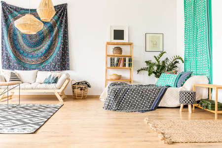 Ethnic flat interior in blue and turquoise Zdjęcie Seryjne - 83610900