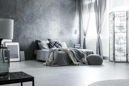 Minimalistisch interieur roomdeviders klavierlack weg von der