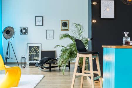 Buntes Konzept für Lounge-Bereich in einem Loft Standard-Bild - 91210702