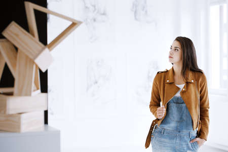 Student of art visiting a museum featuring a new exhibition of sculptures and paintings Banco de Imagens - 89820074