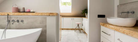 屋根裏部屋の灰色のバスルームのバスタブと洗面台(ドライヤールーム付)