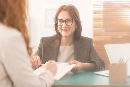 Happy personal coach presenting counseling services to a corporate employee Banque d'images - 101344221