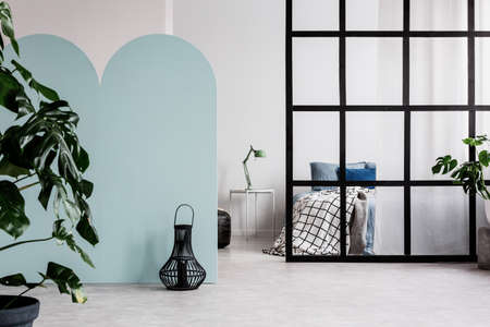 Classy bedroom interior with blue and white wall 版權商用圖片