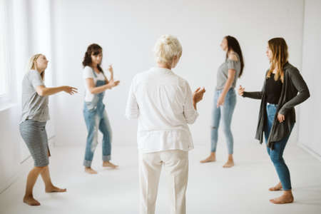 Young girls expressing themselves in the circle on a therapy Standard-Bild