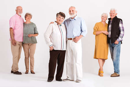 Three older married couples standing together Zdjęcie Seryjne