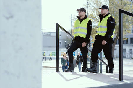 Group of police officers heading for intervention on the city streets Zdjęcie Seryjne