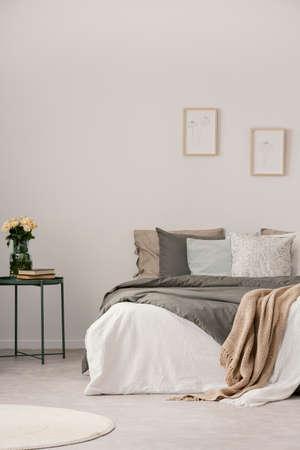 Vertical view of modern pastel bedroom interior Zdjęcie Seryjne