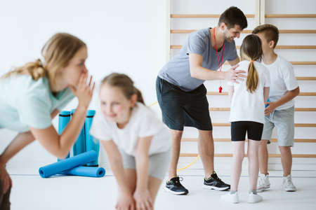 Kids exercising during physical education at school gym Standard-Bild