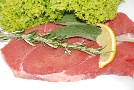 cruda: Carne cruda insalata e aromi
