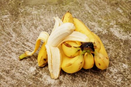 peeled banana: ripe bananas, peeled banana Stock Photo