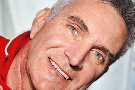 rostro hombre: Destacado hombre expresivo rostro de unos sesenta a�os