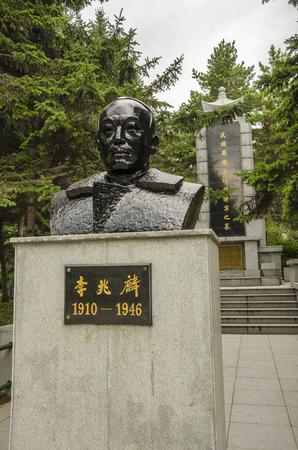 zhaolin li bronze statue at Zhaolin park.