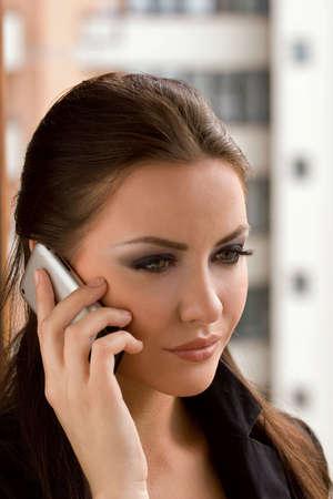 businesswoman talking on the cell phone Foto de archivo